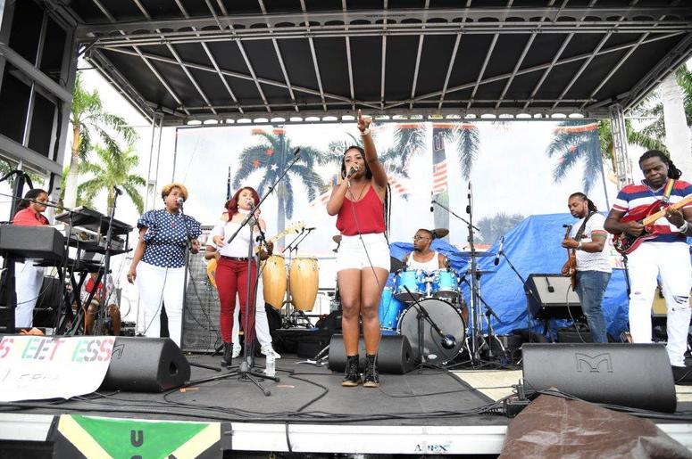 City_of_Sunrise_FL_Florida_Fourth_4th_of_July_102_7_The_Beach