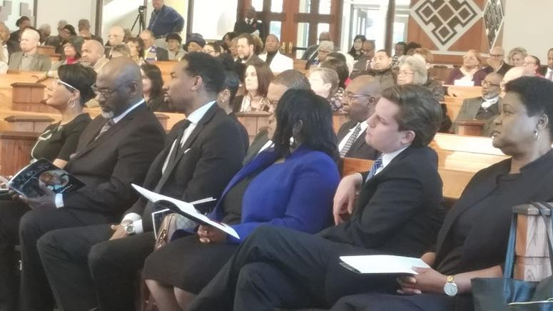 Mayor Keisha Lance Bottoms (far l) and Council President Felicia Moore (far r) at Dr. Lonnie C. King's Memorial Service