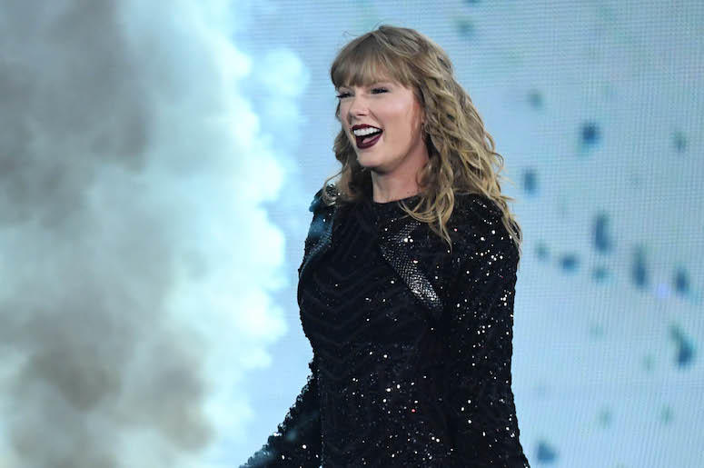 Taylor Swift performing in concert