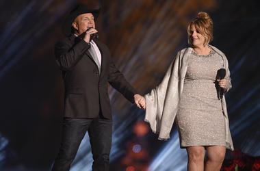 Garth Brooks and Trisha Yearwood perform during the 94th annual lighting of the National Christmas Tree