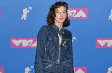 King Princess walking on the red carpet at The 2018 MTV Video Music Awards