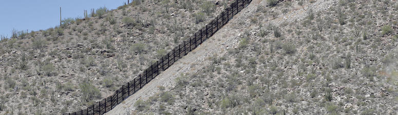 Construction on Arizona replacement border barrier begins