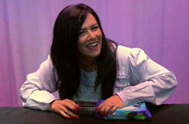Kelly Tries Oreo Thins Pistachio Creme