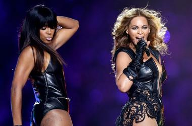 Kelly Rowland and Beyoncé at the Super Bowl XLVII Halftime Show in 2013