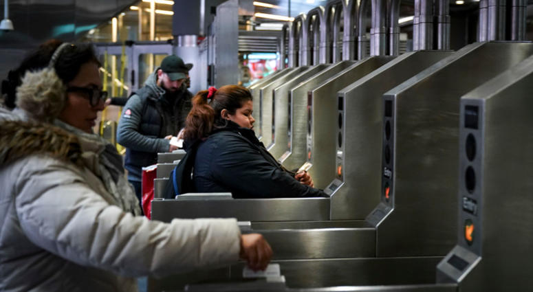 Cuomo Looks To Crack Down On Turnstile Jumpers Wcbs Newsradio 880