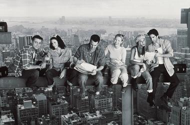 "1999 Matthew Perry, Jennifer Aniston, Courteney Cox, Matt Le Blanc, Lisa Kudrow, And David Schwimmer Star In The Latest Season Of ""Friends."""