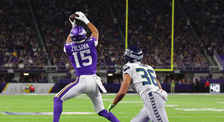 competitive price a7044 21050 Vikings beat Seahawks in preseason home opener | WCCO