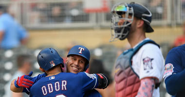 Mitch Garver watches Roghned Odor score