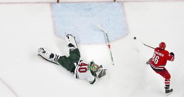 Teuvo Teravainen scores on Devan Dubnyk