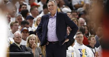 Mike D'Antoni walks the Houston Rockets sideline.
