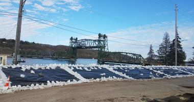 Dikes at Stillwater bridge