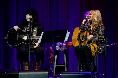 Musicians Ann Wilson (L) and Nancy Wilson perform onstage