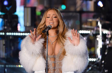"Mariah Carey Redeems Herself After Last Year's ""New Year's Rockin' Eve"" Disaster"