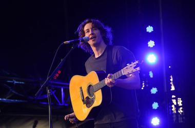 Dean Lewis performs