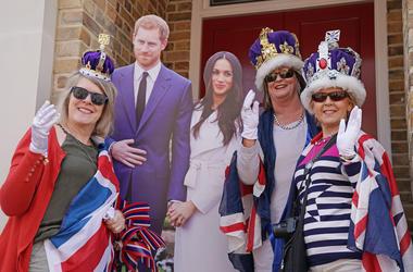Royal fans