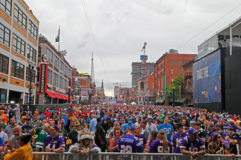 NASHVILLE, TENNESSEE - APRIL 25: Fans attend Day 1 of the 2019 NFL Draft on April 25, 2019 in Nashville, Tennessee. (Photo by Frederick Breedon/Getty Images)