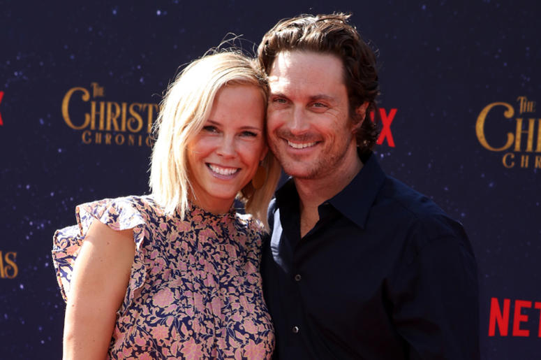 Erinn Bartlett, Oliver Hudson attend the Los Angeles Premiere 'The Christmas Chronicles' held at Regency Bruin Theatre on November 18, 2018 in Los Angeles, California,