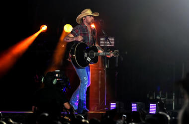 Jason Aldean sings on stage