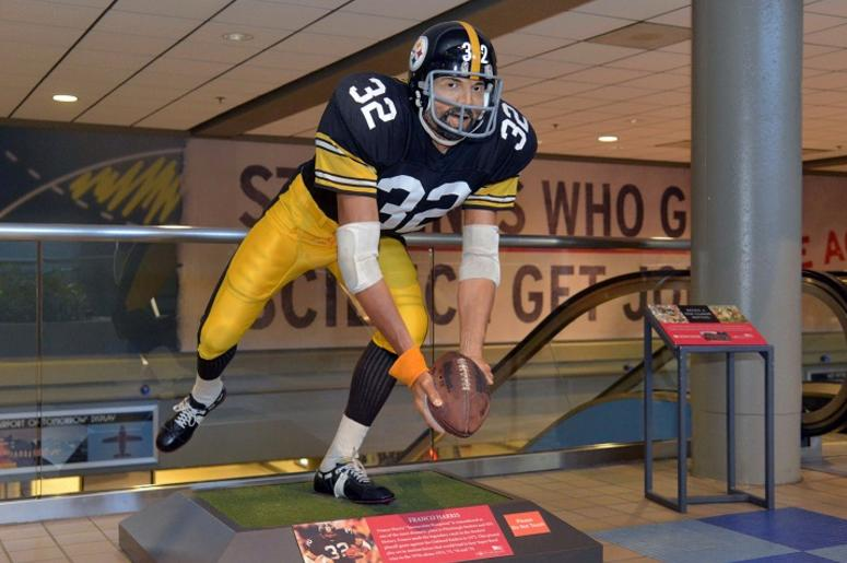 cc99620fec8 Franco Harris Recreates  Immaculate Reception  Statue At Pittsburgh ...