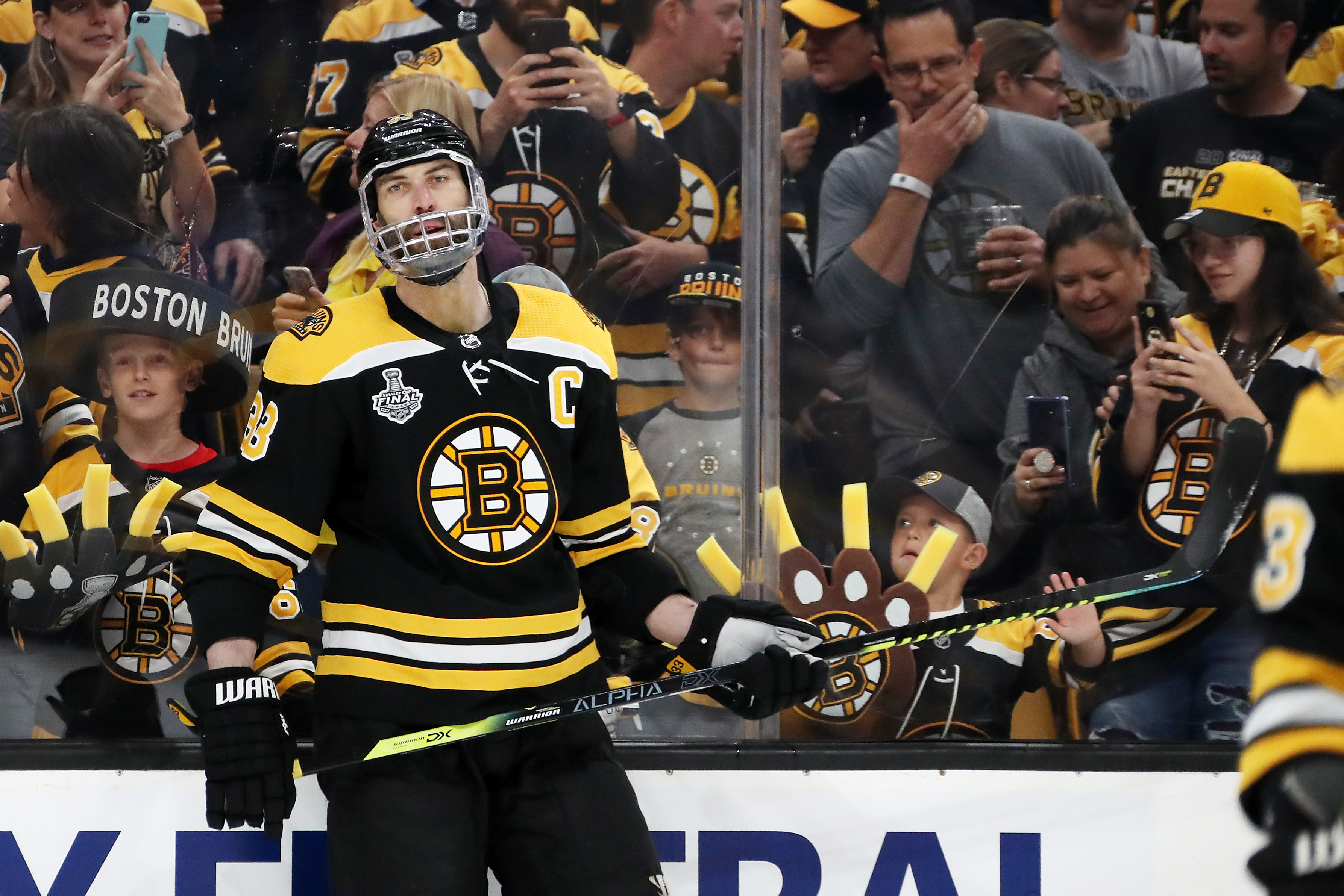 Cam Neely, Jeremy Jacobs impressed by Zdeno Chara's feat of courage