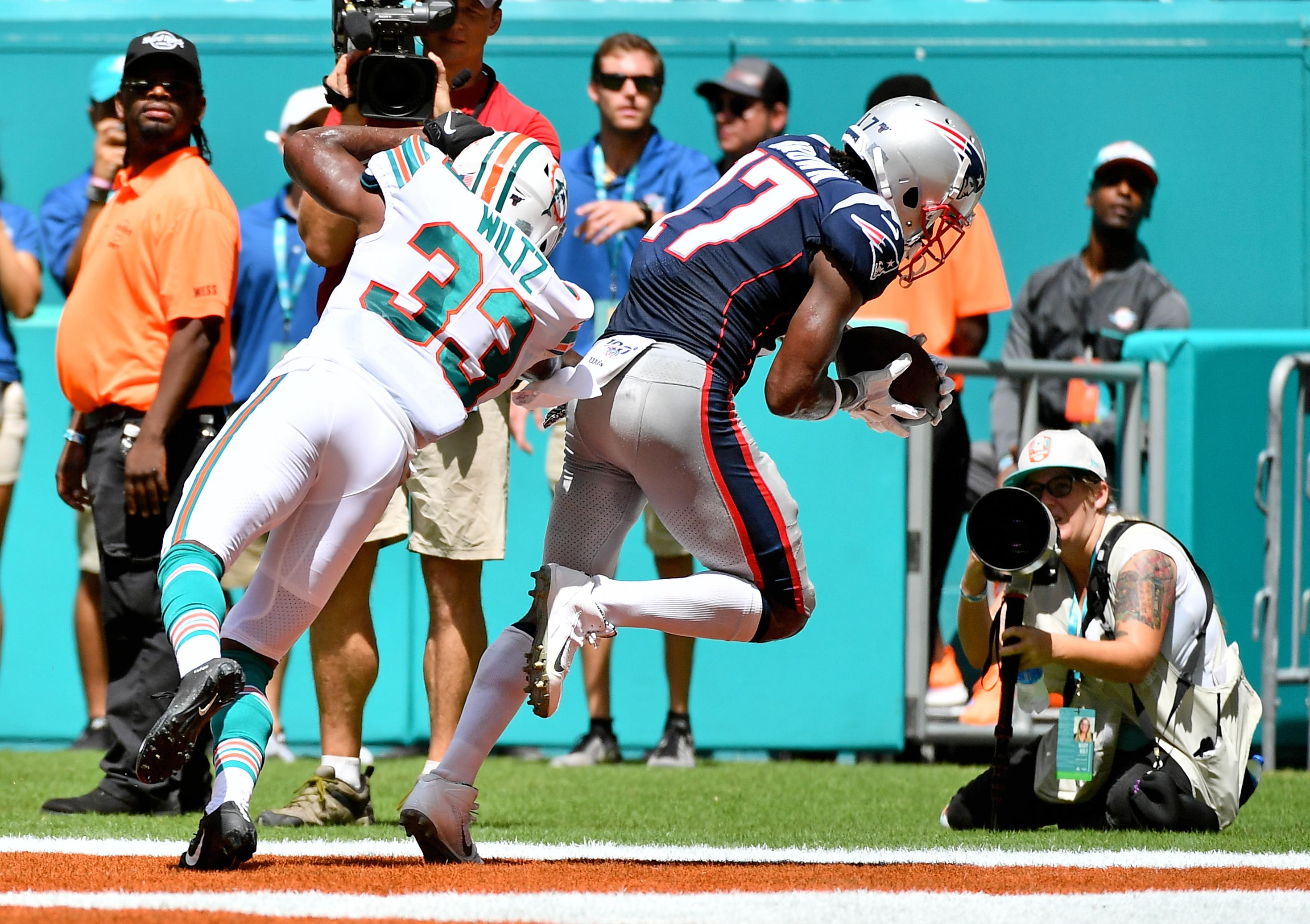 Best of NFL Week 2 on Twitter: Antonio Brown starts for Patriots,
