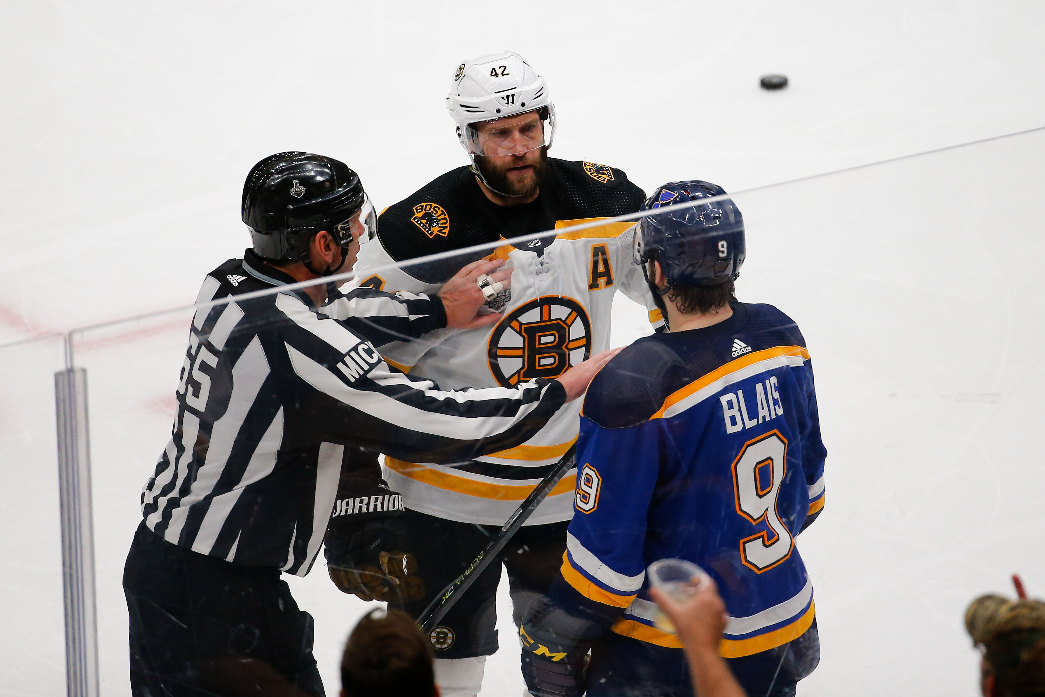 There's no easy solution to David Backes situation for Bruins
