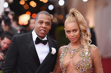 Jay Z (L) and Beyonce attend the 'China: Through The Looking Glass' Costume Institute Benefit Gala at the Metropolitan Museum of Art
