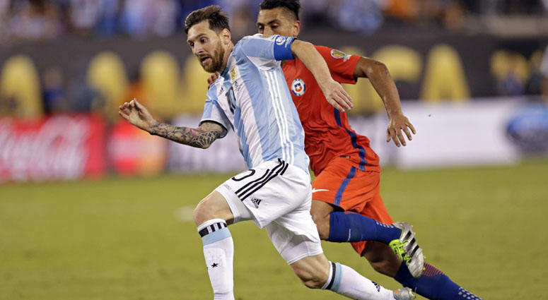 Argentina's Lionel Messi (10) controls the ball against Chile in the championship match of the 2016 Copa America Centenario on June 26, 2016, at MetLife Stadium.