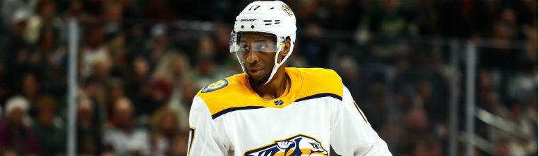 Wayne Simmonds looks on before a face off against the Minnesota Wild in the first period at Xcel Energy Center.