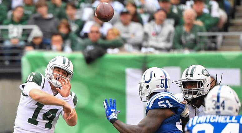 Jets quarterback Sam Darnold throws against the Indianapolis Colts on Oct. 14, 2018, at MetLife Stadium.