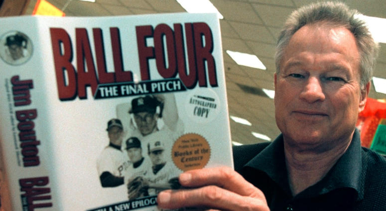 """Former New York Yankees pitcher Jim Bouton signs copies of his new book, """"Ball Four: The Final Pitch"""" November 27, 2000 at a Waldenbooks store in Schaumburg, IL."""