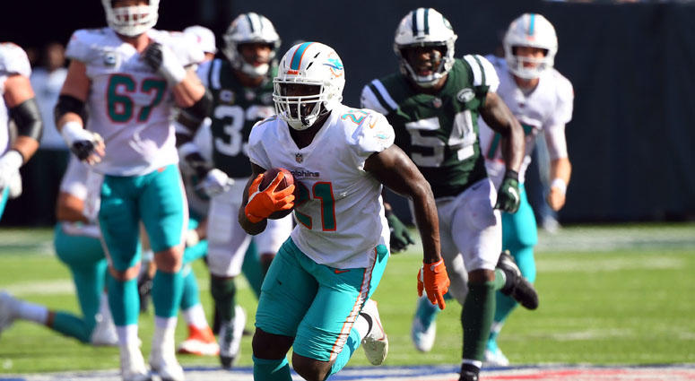 Miami Dolphins running back Frank Gore runs for a first down on a third-and-19 play in the fourth quarter on Sept. 16, 2018, at MetLife Stadium.