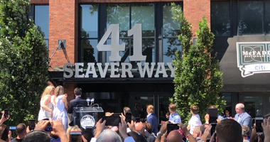 The Mets unveil a sign for 41 Seaver Way at Citi Field on June 27, 2019.
