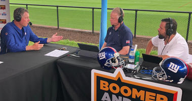 Pat Shurmur talks with WFAN's Boomer Esiason and Gregg Giannotti at Giants training camp on Aug. 1, 2018.