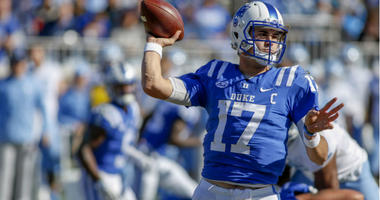 Daniel Jones throws a pass against the North Carolina Tar Heels in the first quarter at Wallace Wade Stadium.
