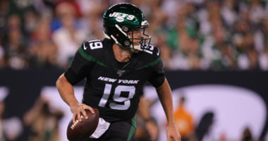 New York Jets quarterback Trevor Siemian (19) looks to pass against the Cleveland Browns during the first quarter at MetLife Stadium