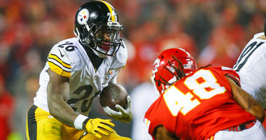 Steelers running back Le'Veon Bell runs as Chiefs linebacker Terrance Smith defends during their AFC divisional playoff game on Jan. 22, 2017, at Arrowhead Stadium.