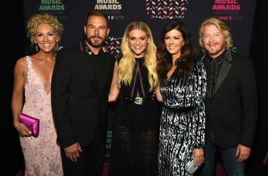 Kelsea Ballerini (center) and Kimberly Schlapman, Jimi Westbrook, Karen Fairchild, and Phillip Sweet of Little Big Town attend the 2016 CMT Music awards