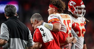 Patrick Mahomes Reportedly Plans to Return This Season After Dislocating Kneecap