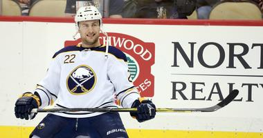 Larsson signs one-year qualifying offer with Sabres