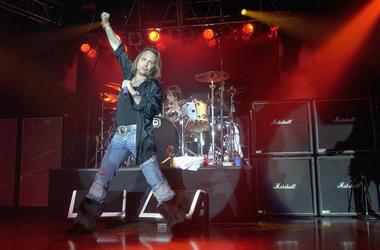 Motley Crue covers Madonna Like A Virgin.