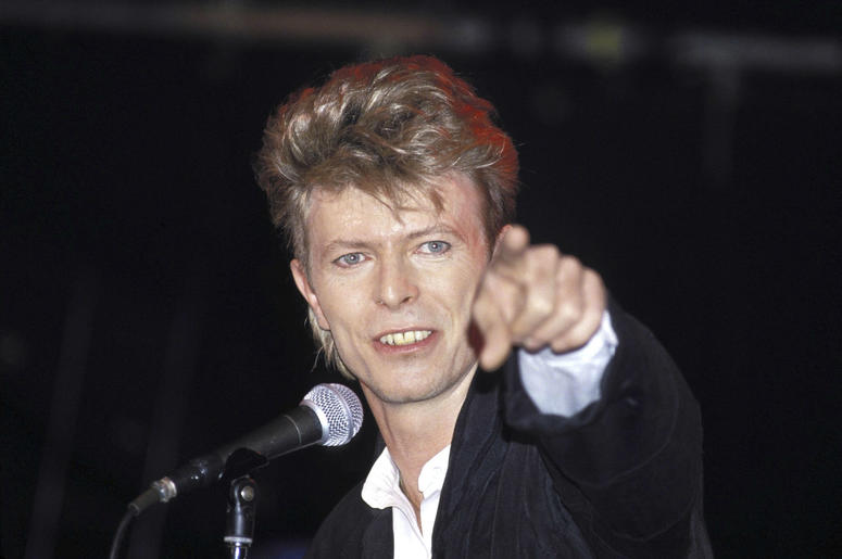 """David Bowies """"The Man Who Fell to Earth"""" will become a television series."""