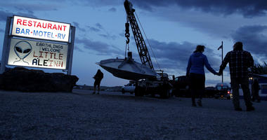 Stage set in Nevada as Earthlings arrive for Area 51 events