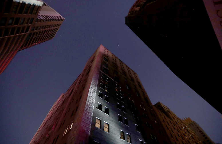 Power restored after Manhattan outage leaves tens of thousands in