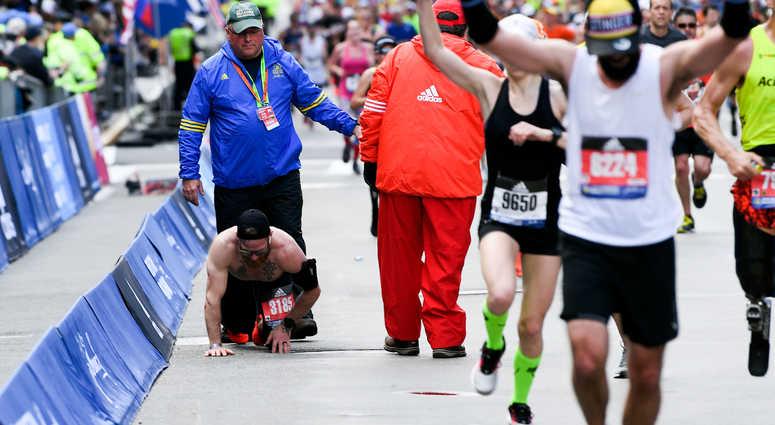 Veteran Crawls Across Boston Marathon Finish Line | 1010 WINS