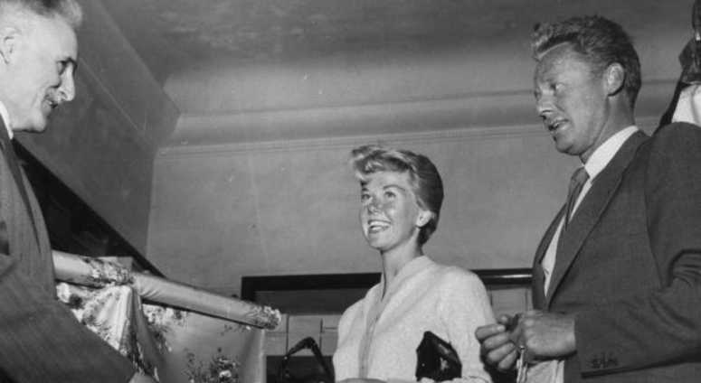 3rd May 1955: American film actress and singer Doris Day, shopping with Van Johnson in the Italian Riviera resort of San Remo.