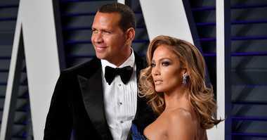 Alex Rodriguez (L) and Jennifer Lopez attend the 2019 Vanity Fair Oscar Party