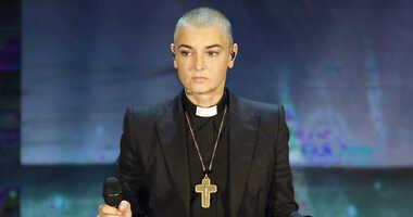 """Irish singer Sinead O'Connor performs during the Italian State RAI TV program """"Che Tempo che Fa"""", in Milan"""
