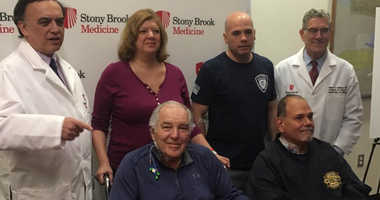 New York Mets great Ed Kranepool poses with kidney donors and recipients after his life-saving operation at Stony Brook University Hospital.