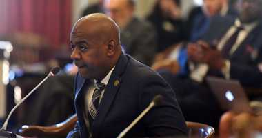 Newark mayor says residents must rely on emergency bottled water another month